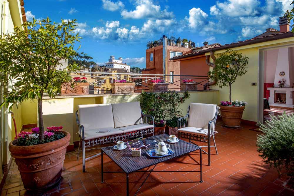 La Junior Suite di Hotel Centrale Roma con terrazzo privato e vista panoramica