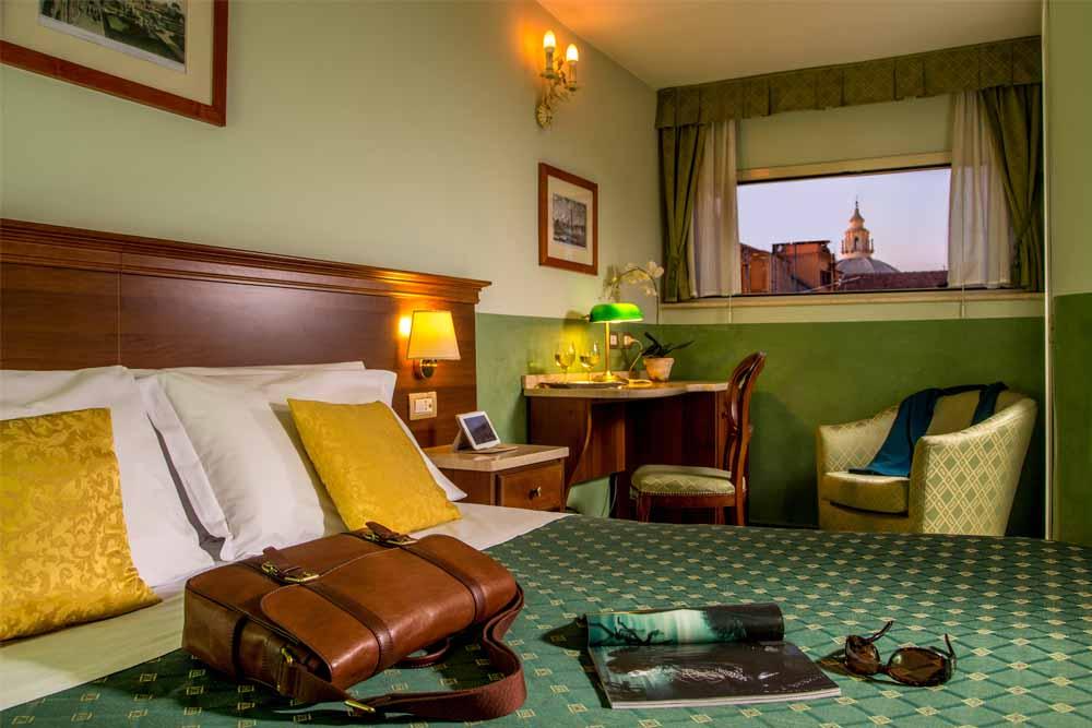 Roma centro: le camere di Hotel Centrale; splendida la Junior Suite
